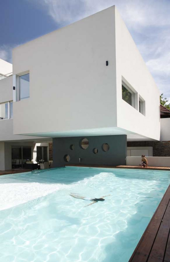 10-amazing-pool-in-argentina-home-582x896
